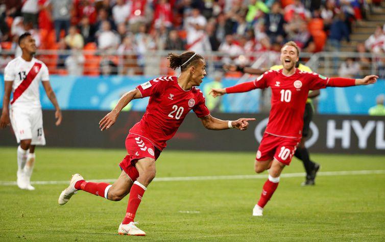 Copa 2018: Peru e Dinamarca. Comemoração do primeiro gol da Dinamarca.