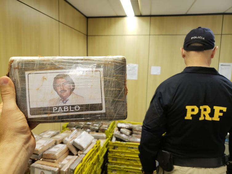 Cocaína estava escondida em fundo falso