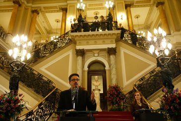 O ministro da Cultura, Sérgio Sá Leitão, discursa na reinauguração da fachada restaurada da Biblioteca Nacional, na Cinelândia, Rio de Janeiro.