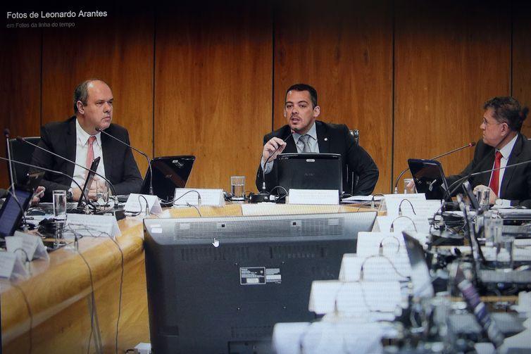 Foto postada pelo secretário Leonardo Arantes, em sua rede social, ao presidir reunião do Conselho Curador do FGTS