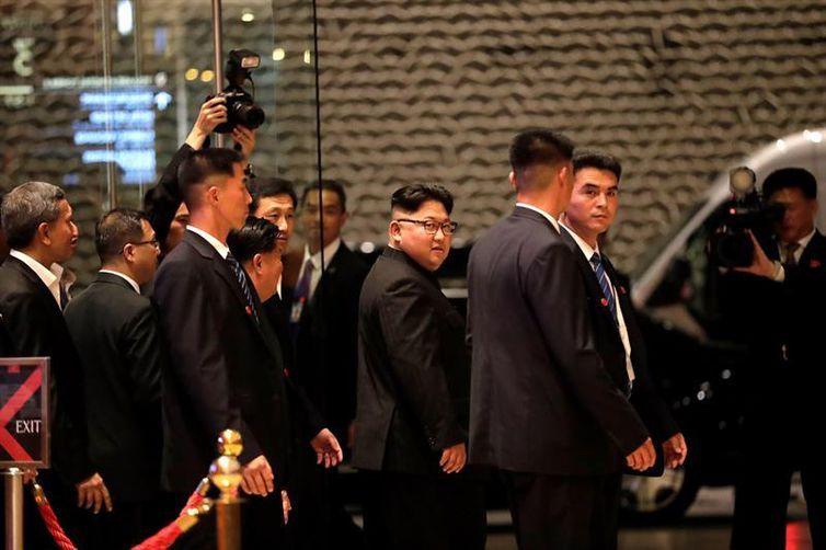 O líder da Coreia do Norte, Kim Jong-un no Marina Bay Sands Hotel, em Cingapura, onde se encontrará com o presidente dos Estados Unidos, Donald Trump