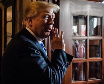 Donald Trump deixa Cúpula do G7 para encontro com o líder norte-coreano Kim Jong-un, em Cingapura