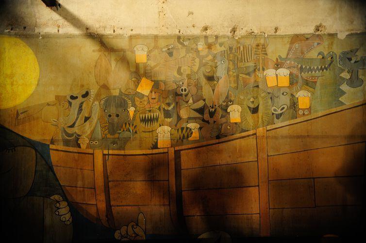 O mural gigante Última Ceia, pintado em 1967 por Ziraldo, que estava encoberto na antiga casa de show Canecão, será restaurado pela UFRJ e aberto à visitação pública a partir de abril (Fernando Frazão/Agência Brasil)