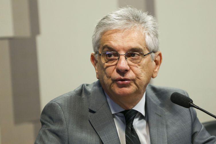 O gerente-executivo de políticas econômicas da CNI, Flávio Castelo Branco, durante audiência pública na comissão mista sobre a Medida Provisória que estabelece uma tabela de preços mínimos dos fretes do transporte de cargas.