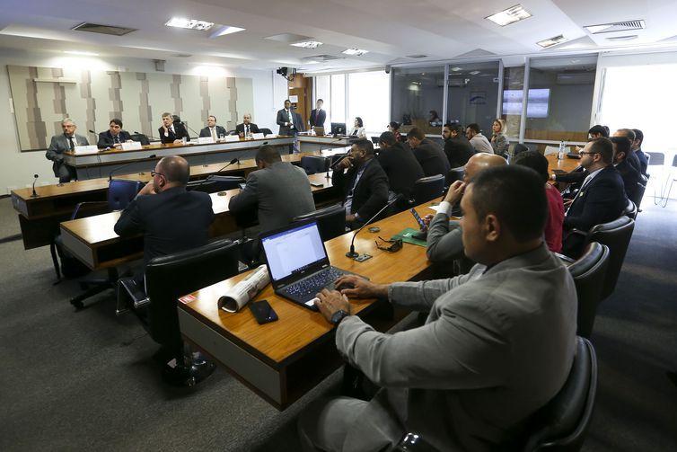 A comissão mista sobre a Medida Provisória 832/18, que estabelece uma tabela de preços mínimos dos fretes do transporte de cargas, realiza audiência pública no Senado.