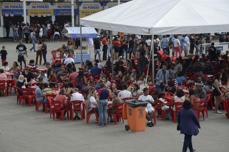 A Feira Nacional do Podrão reúne opções de lanches e gastronomia popular de rua no Terreirão do Samba, no centro da cidade.
