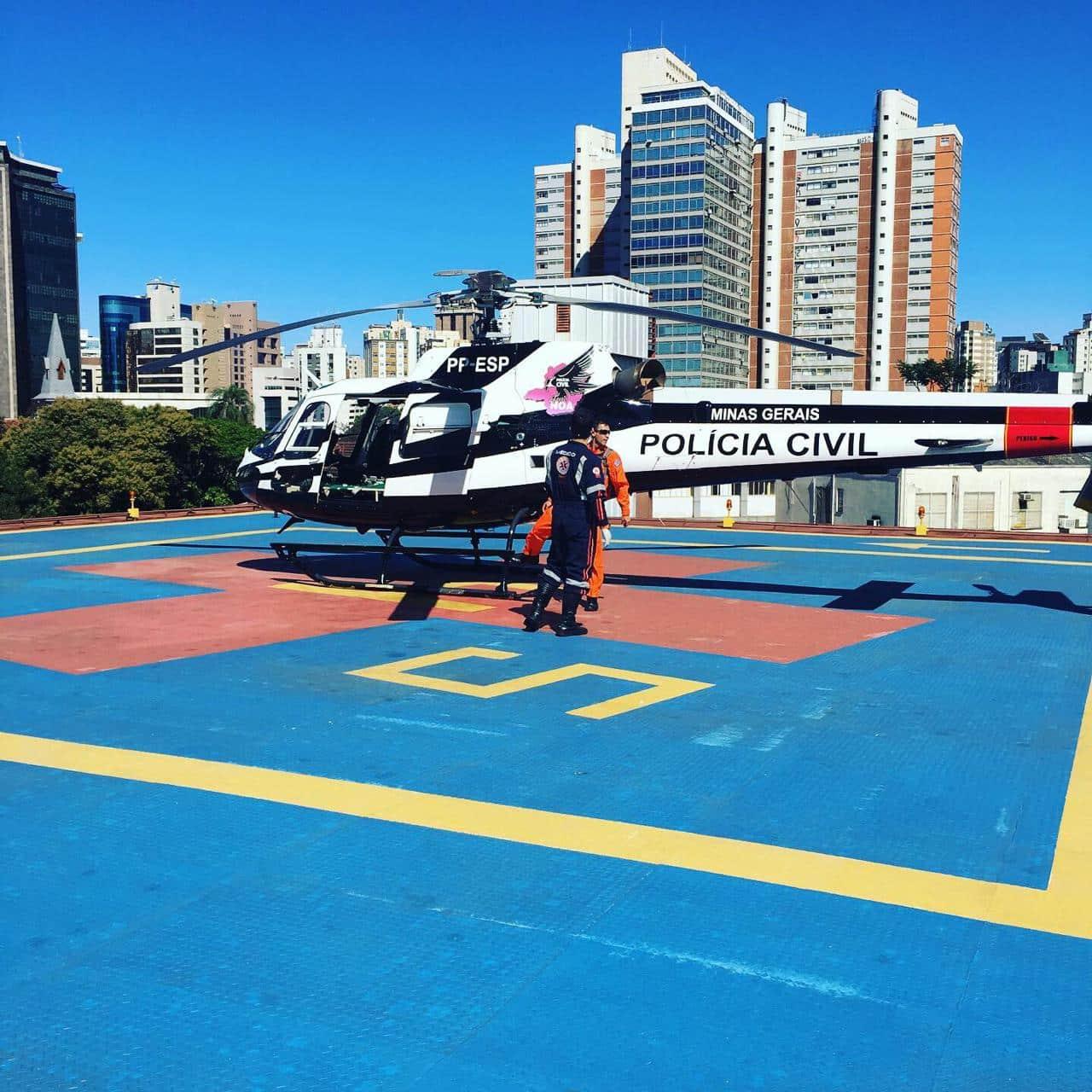 Vítimas são socorridas por helicópteros após batida de carro e moto