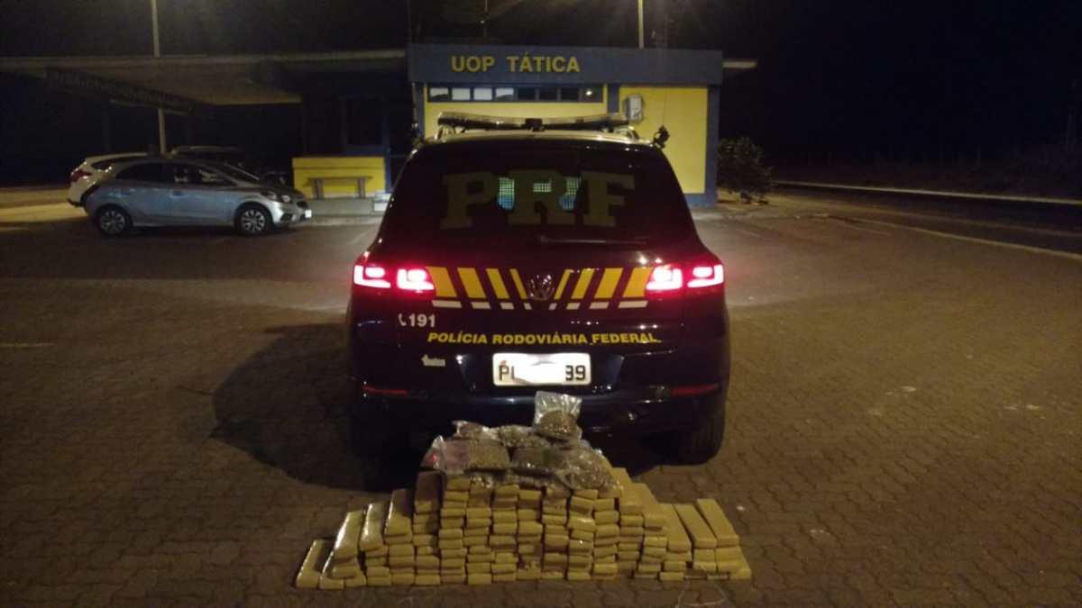 PRF encontra 130kg de drogas em porta-malas de carro em Uberlândia