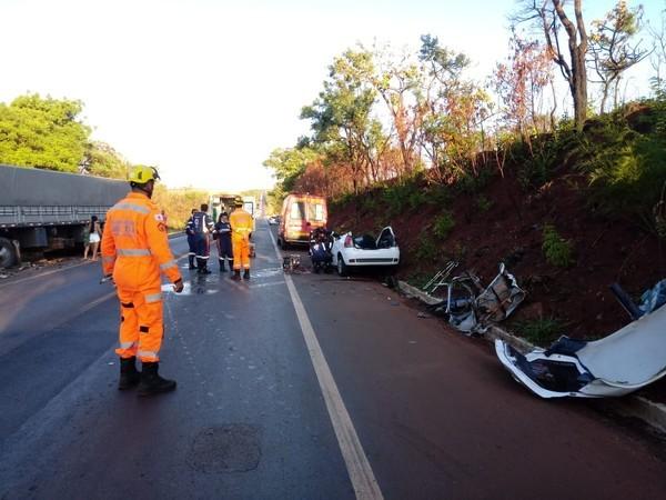 Mulher morre em acidente na BR-365