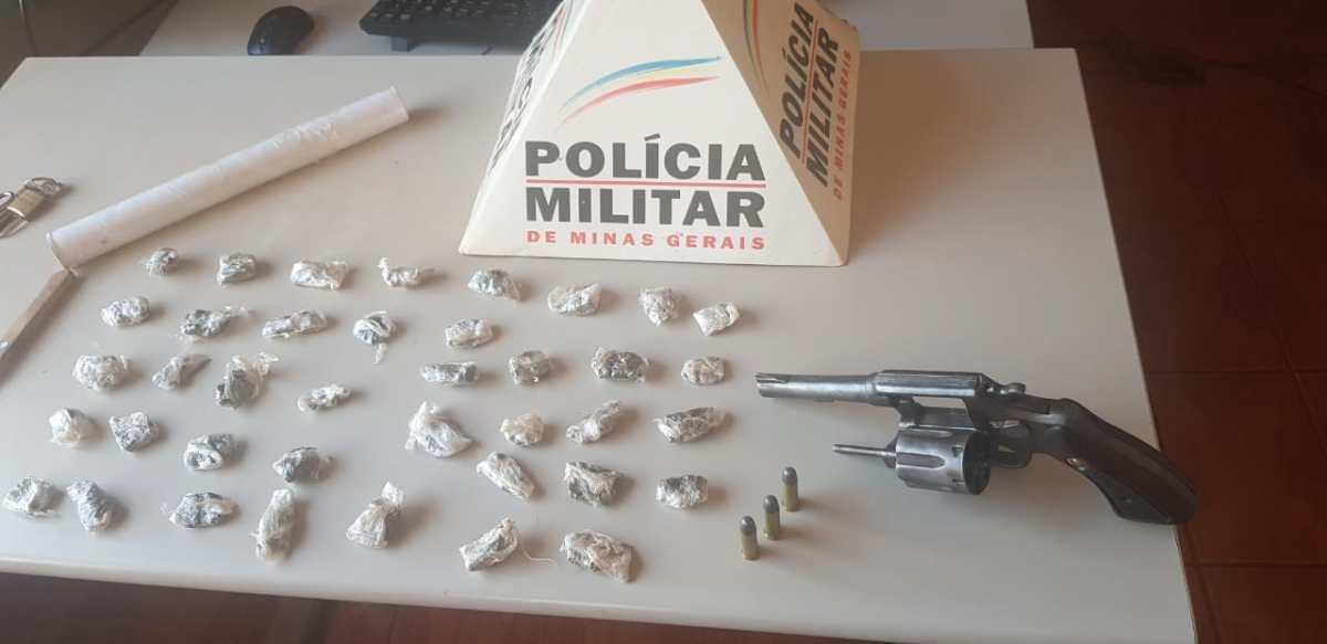 PM prende suspeitos e apreende motos e drogas em Monte Carmelo