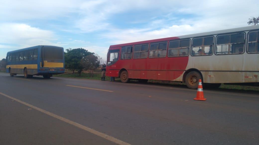 PMR flagra ônibus rural clandestino em São Gotardo