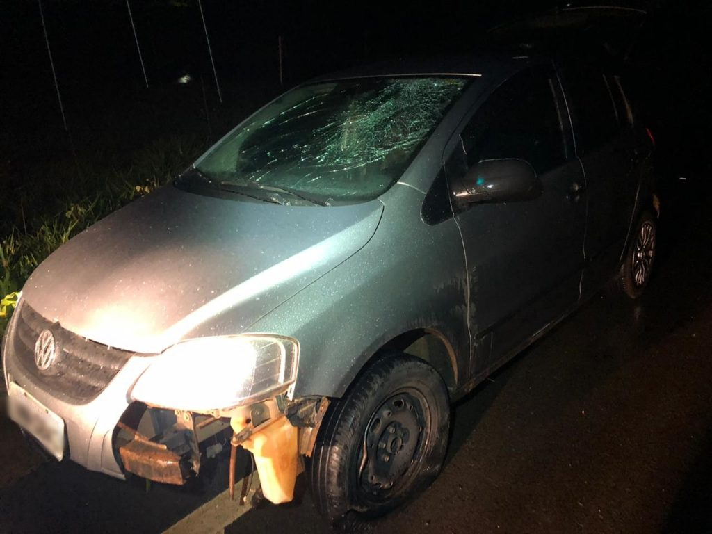 Motorista bate em placa na MG-230 em Patrocínio-MG