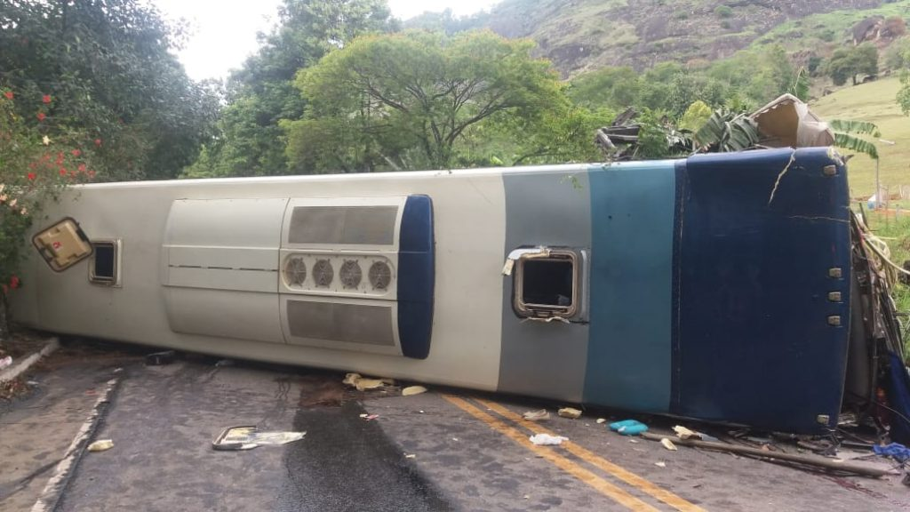 acidente com ônibus mineiro