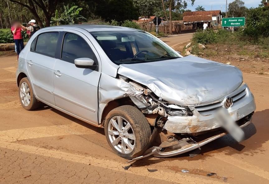 Dois veículos batem na BR 354 em Rio Paranaíba