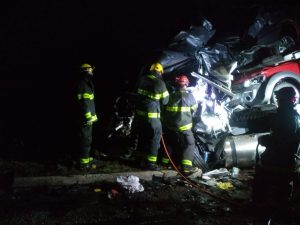 Acidente na BR 251 em Francisco de Sá (Montes Claros) - Ônibus x Carreta Cegonha