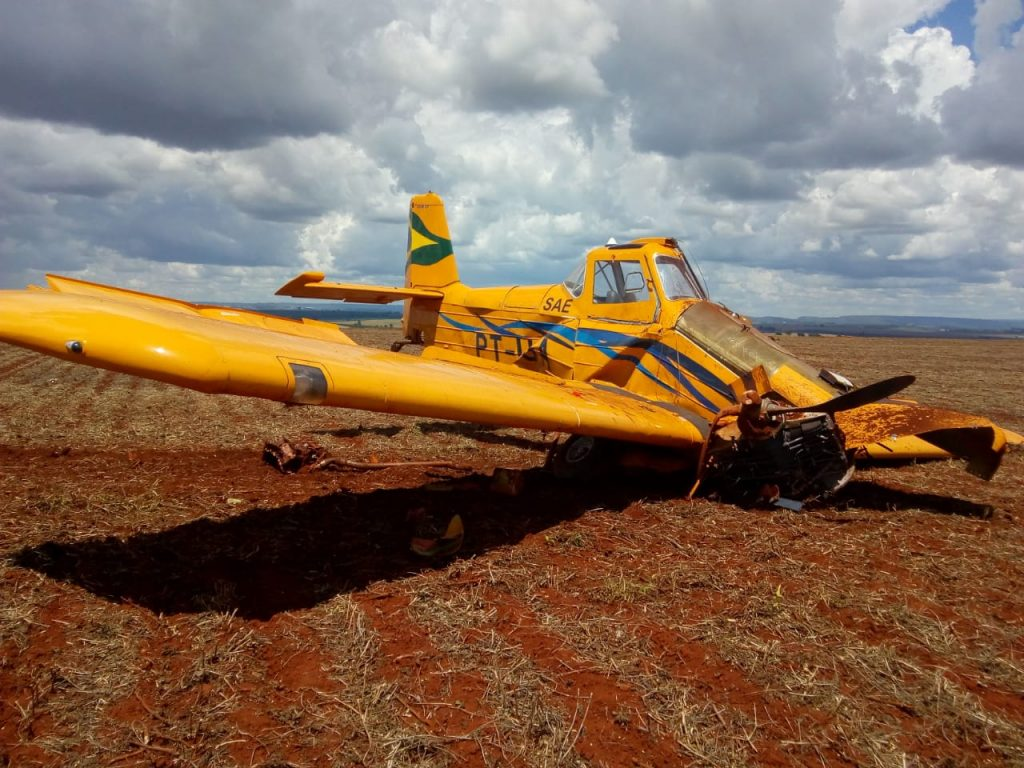 Avião cai e piloto morre na zona rural de Patrocínio-MG (6)