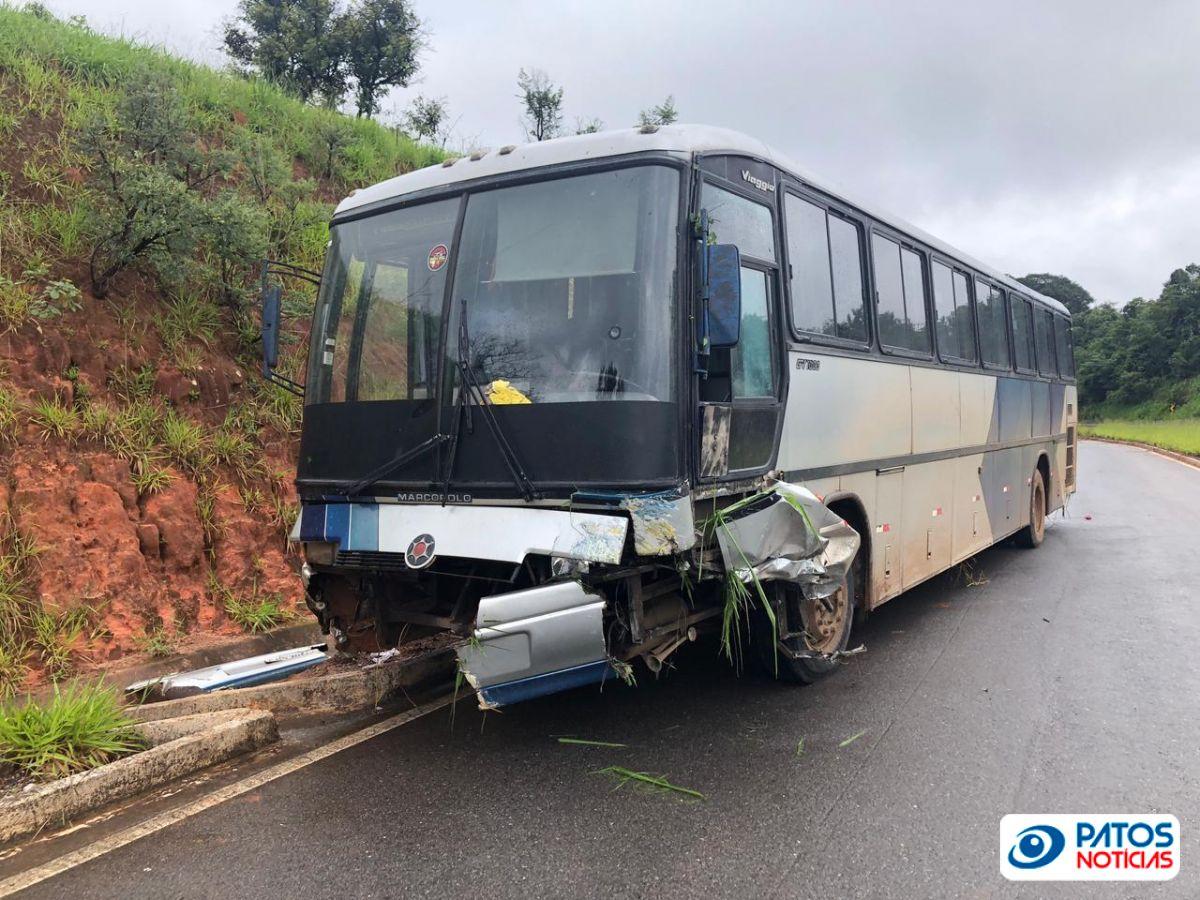 Acidente ônibus Curva dos Moreiras - BR 365 - Patos de Minas