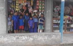 কলারোয়ায় শিক্ষা প্রতিষ্ঠানের আশপাশের স্থায়ী ও ভ্রাম্যমাণ দোকানের অস্বাস্থ্যকর খাদ্যে শিশুস্বাস্থ্য হুমকিতে