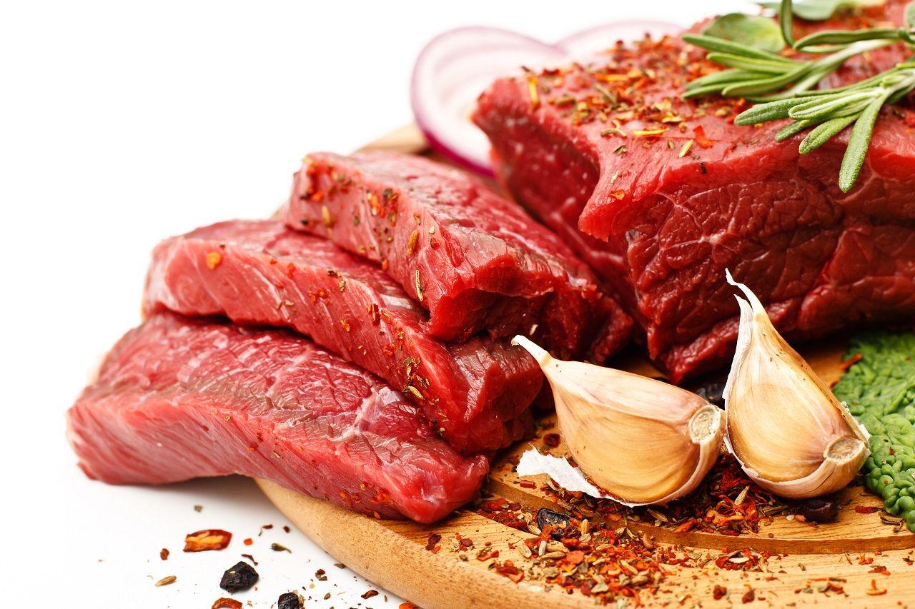 Neue Evidenz von der Fleischtheke: Ist der Verzehr von rotem Fleisch jetzt doch gesundheitlich unbedenklich?