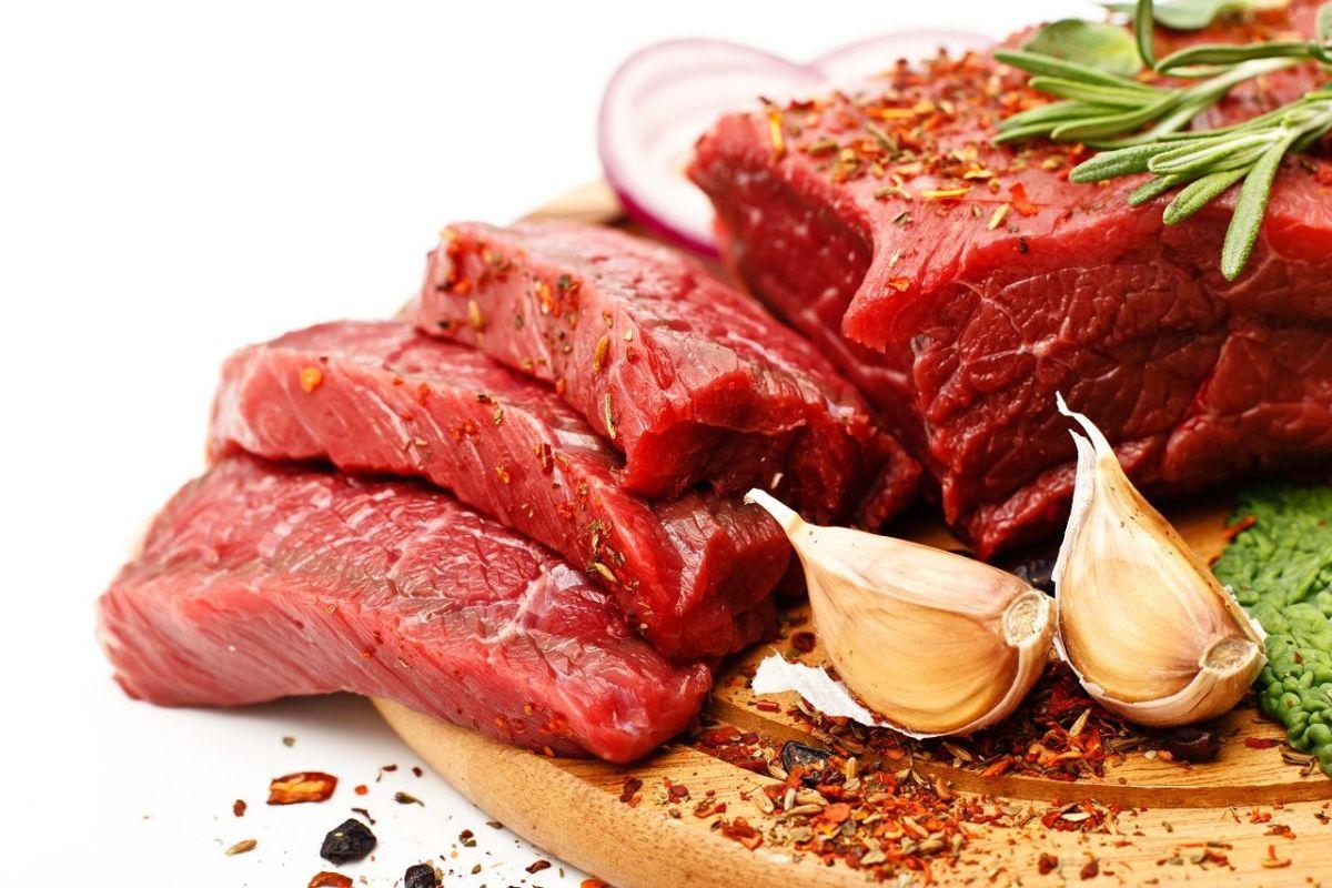 Neue Evidenz von der Fleischtheke: Ist der Verzehr von rotem Fleisch gesundheitlich unbedenklich?