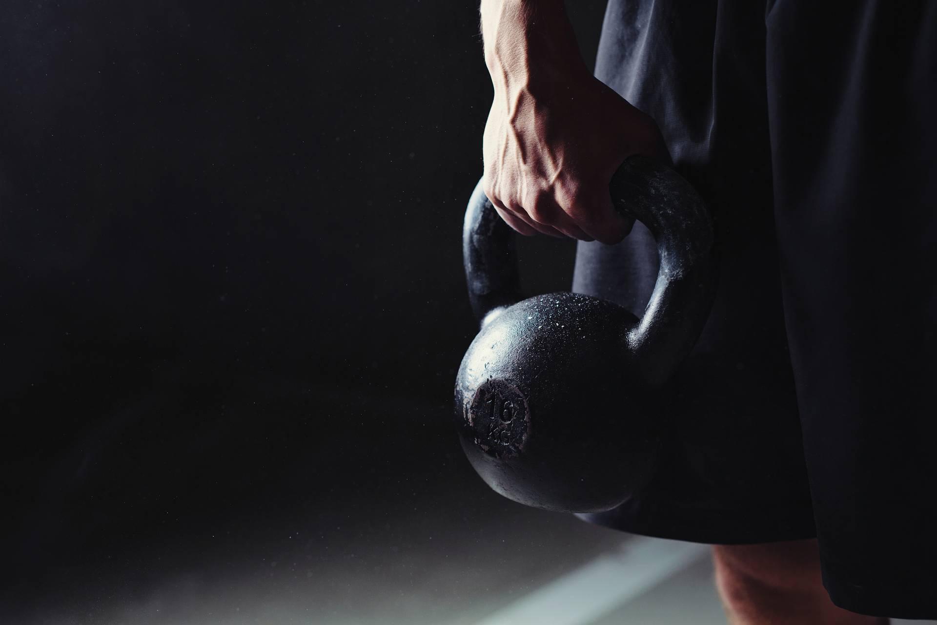 Kettlebell-Training für Bodybuilding & Powerlifting: So kannst du es sinnvoll in deine Workout-Routine integrieren!