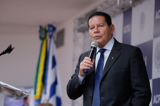 Mourão diz que Brasil quer vender mais do que soja e minério para China