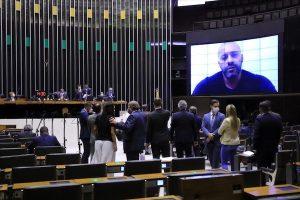 Relator propõe suspensão de seis meses para Daniel Silveira
