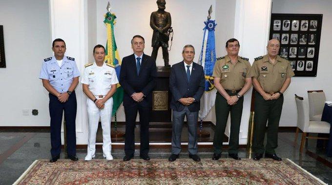Bolsonaro tem encontro com alto Comando das Forças Armadas