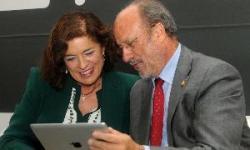 Los alcaldes de madrid y Valladolid comentando el proyecto