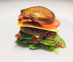 Portobelloburger med avokado og bacon