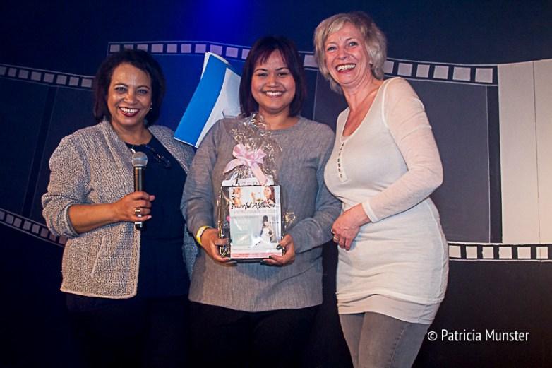 Maureen-Smit-Juliette-Meurs-uitreiking-prijs-Stichting-Daily-Diva-Vrouwendag-Zoetermeer-Fotograaf-Patricia-Munster-004