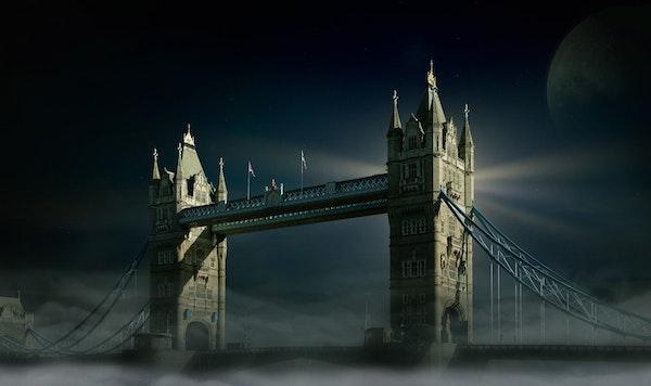 bridge-cityscape-clouds-428616-600px
