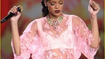 rihanna - Rihanna usa vestido feito em apenas duas horas!