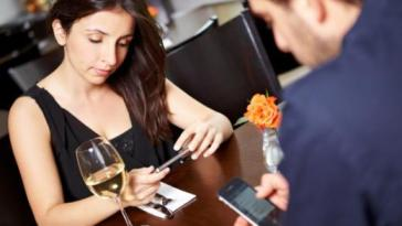Mf uso do celular pode ser contagioso - Você É Viciada no Celular?