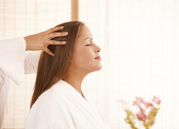 Massagem capilar: Ajuda no fortalecimento dos fios e relaxa