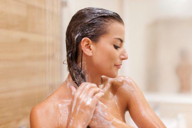 iStock 000044376990 Small 621x413 - Como aplicar o shampoo?