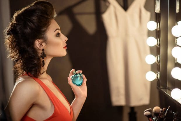 iStock 606641768 621x414 - Como fazer o Perfume durar mais no Corpo?