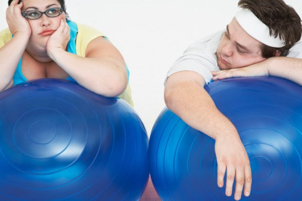 Overweight Couple Resting on Exercise Balls 000012939493 Small - Como perder os quilos extras de forma saudável