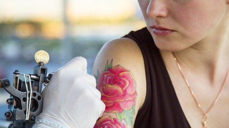 iStock 000079009771 Small - Tatuagens - você tem coragem?