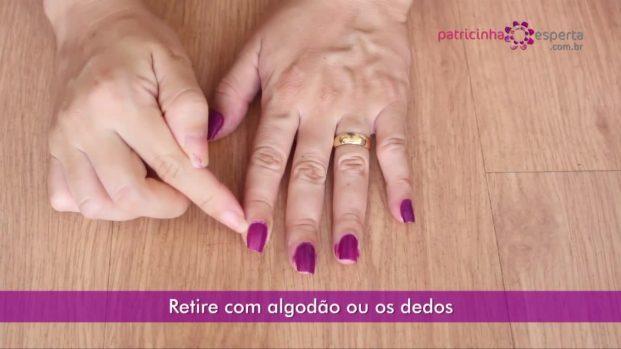 IMG 00027 621x349 - Truque para não borrar as unhas