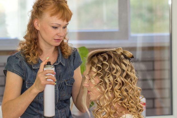 iStock 621992224 621x414 - Como arrumar o cabelo cacheado em transição?
