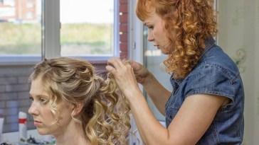iStock 621992410 - Como arrumar o cabelo cacheado em transição?