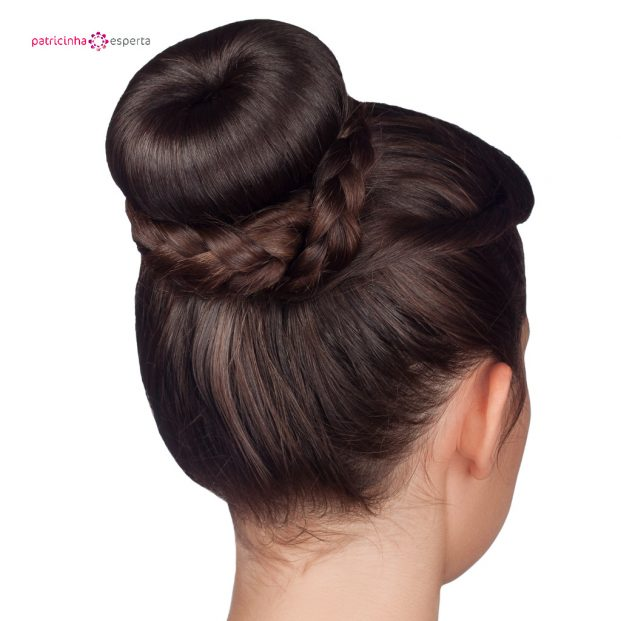 hairstyle bun isolated on white background picture id517988316 621x621 - Penteados Para Madrinhas De Casamento 2017