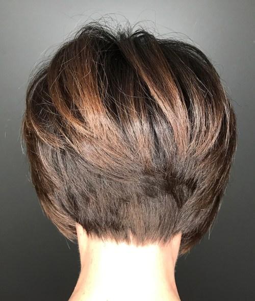 2 brown stacked pixie bob - Cabelos Curtos para Senhoras: Ideias Pra Copiar Já