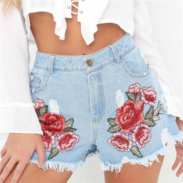 bordado Floral shorts jeans  - Shorts do Verão 2020: Tendências, Looks Para Copiar