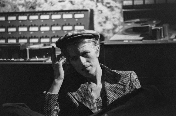 David Bowie durante la grabación de Station to Station (foto compartida por Brian Eno en Twitter)