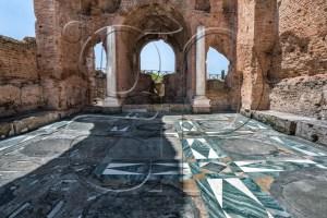 la villa des Quintili. L'empereur Commode y aurait été assassiné par Narcisse en 192. (Wikipédia)