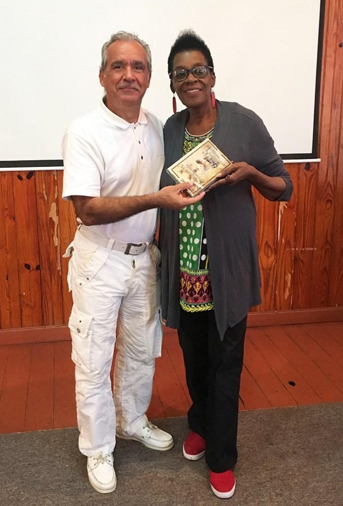 Patrick Baucelin avec Mme MICHELE HENRY, Conservateur, au Musée d'Antigua et Barbuda