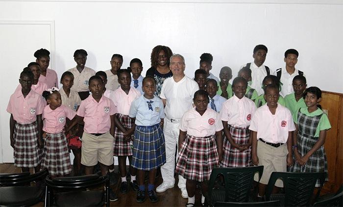 Patrick Baucelin avec des scolaires