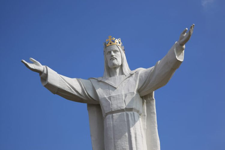 idolatry in Church showing a statue of Jesus